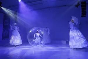 Openingsact: IJskoninginnen, muziek en operazang.
