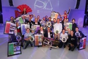 Alle genomineerden en de winnaars met hun prijzen op een foto. Van harte gefeliciteerd!