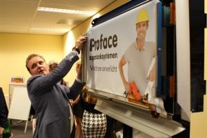 Mick Bos demonstreert Proface spandoeksysteem.