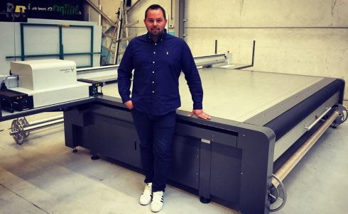 Zaakvoerder Franky De Meyer bij de nieuwe Nyala2 van swissQprint